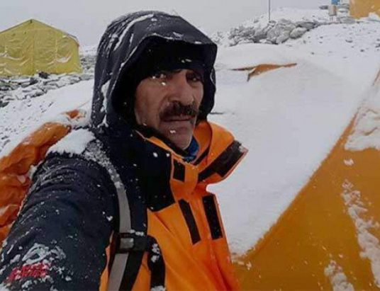 Col (retd) Abdul Jabbar becomes fourth Pakistani to scale Everest Pakistan shining