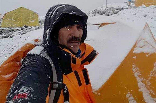 Col (retd) Abdul Jabbar becomes fourth Pakistani to scale Everest Pakistan shining